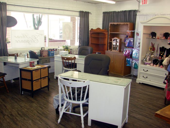 Nail And Boutique Room